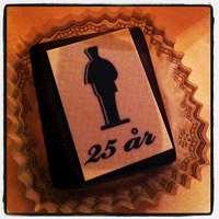 Bakelse med Augustprisets logotyp för 25-årsjubileum.