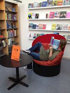 Läsare på Håbo bibliotek