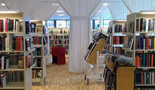 Bokhallen i Knivsta bibliotek.