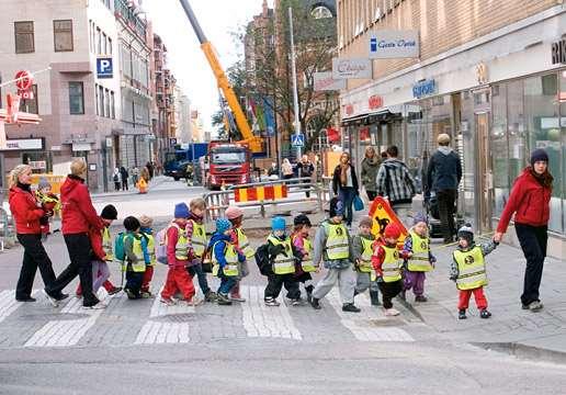 Människor i rörelse på Uppsalas gator.