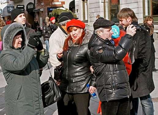 Folk i rörelse på Uppsalas gator.