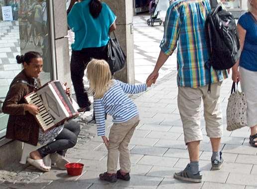 Människor på Uppsalas gator.