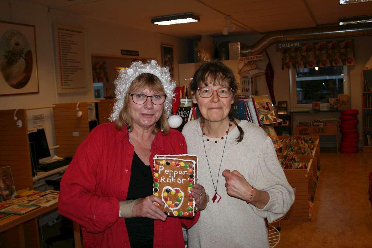 Två kvinnor och en pepparkaksbok